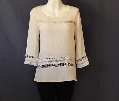 Moderna #blusa #beige fácil de combinar.