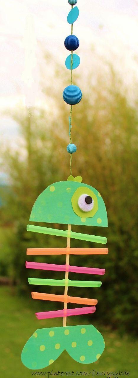 http://www.toutpetitrien.ch et http://pinterest.com/fleurysylvie/mes-creas-pour-les-kids/ Un petit poisson bricolé avec les enfants, avec des pailles et un pic à brochette. #poisson #bricolage