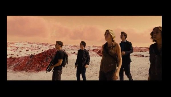nice Tris learns in regards to the international outdoor the wall in first 'Allegiant' trailer