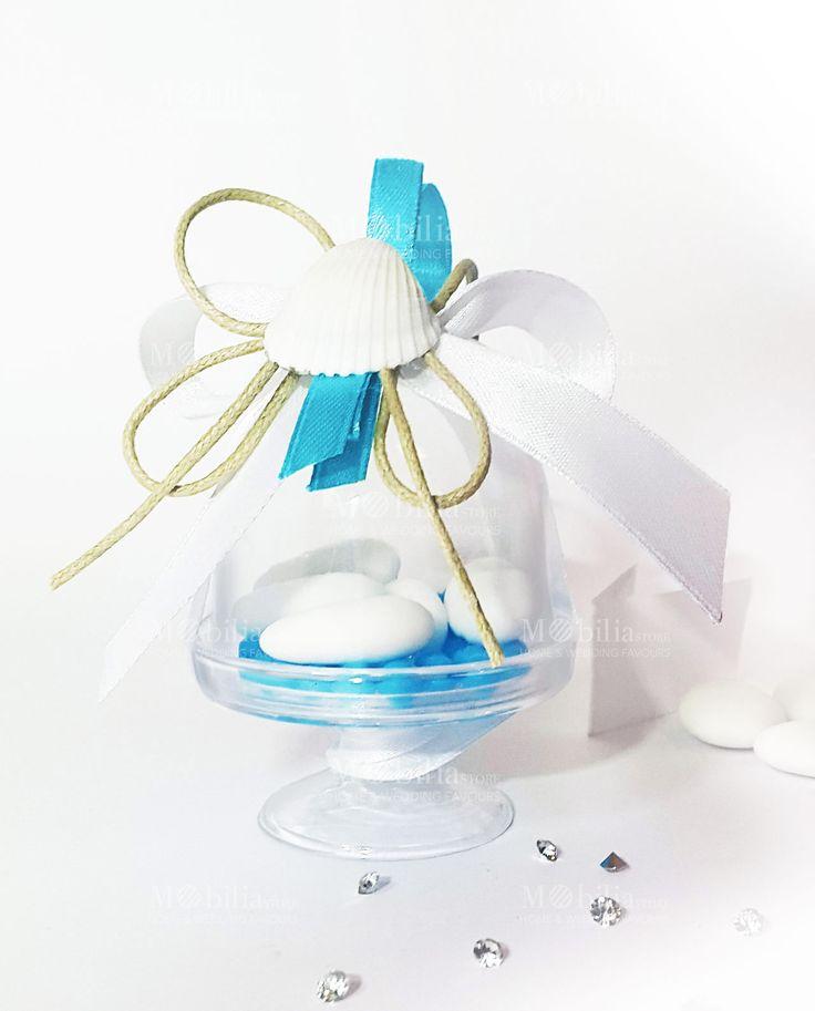 Bomboniera Alzatina, ideale per cerimonie con stile mediterraneo. Confezionata con confetti al cioccolato Maxtris, due nastri in doppio raso e una splendida conchiglia. In promozione.