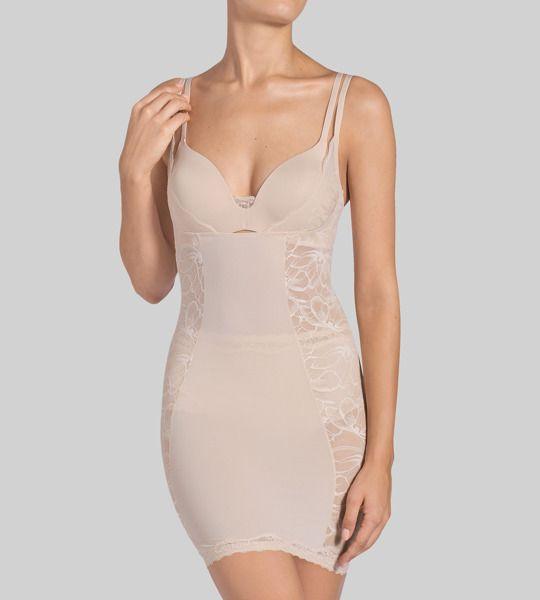 Sukienka modelująca Triumph - Magic Boost Bodydress 01 10158706 | Triumph Online bieliznazfantazja.pl