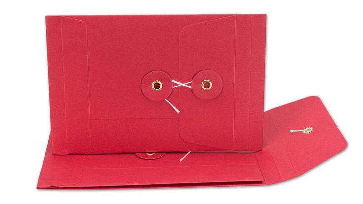 Schick, rot und neu im Shop: Briefumschlag C6, Bindfadenverschluss, rot, Falz, glatt, Kraftpapier
