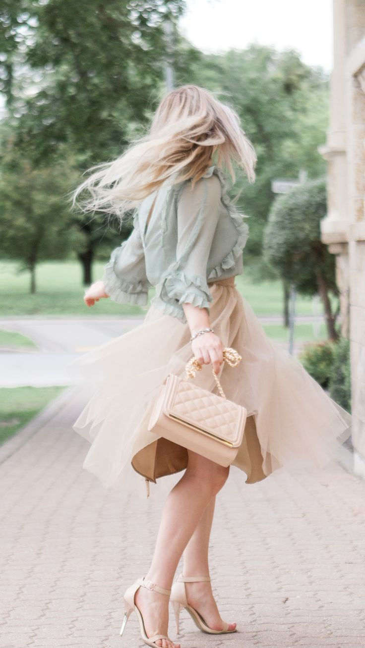 Tulle skirt and the most romantic pastel tones. Outfit inspiration | Fashion blogger | Feminine Style