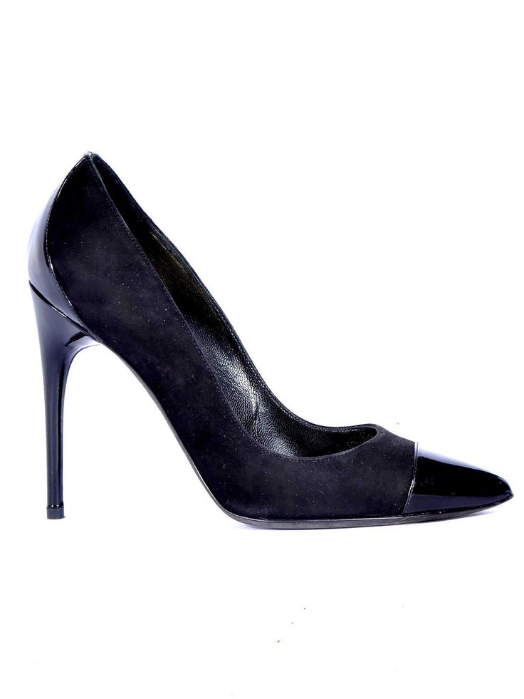 Tom Ford | Pointed Pumps in black www.sabrinascloset.com