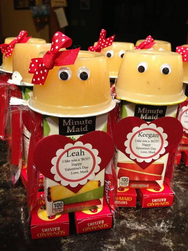 VALENTINE ROBOTS...made with a Juice Box, Apple Sauce, & Raisins! These are so cute & something healthy to give the kids!