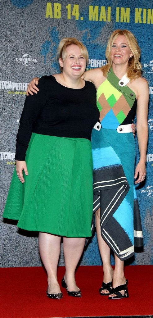Elizabeth Banks and Rebel Wilson's colorblock looks at the Berlin photo call of Pitch Perfect 2 were a sight to see!