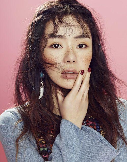 Seo Woo by Kim Ji Won for Sure Korea April 2015 orange blush and freckles