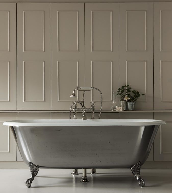 the swale is a small roll top bath ideal for a smaller bathroom this classic cast iron bath tub features traditional ball and claw feet