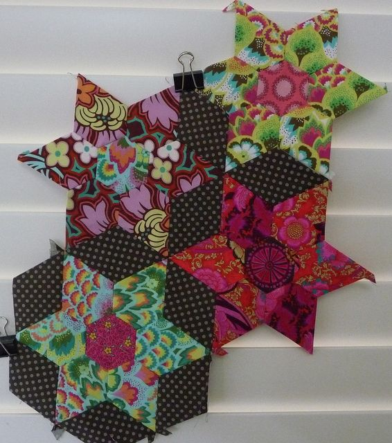 soul blossoms fabric looks surprisingly rich in these small pieces... diggin the dots too...