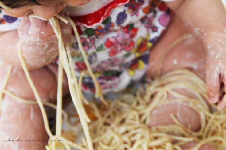 sensory play, spaghetti and yoghurt