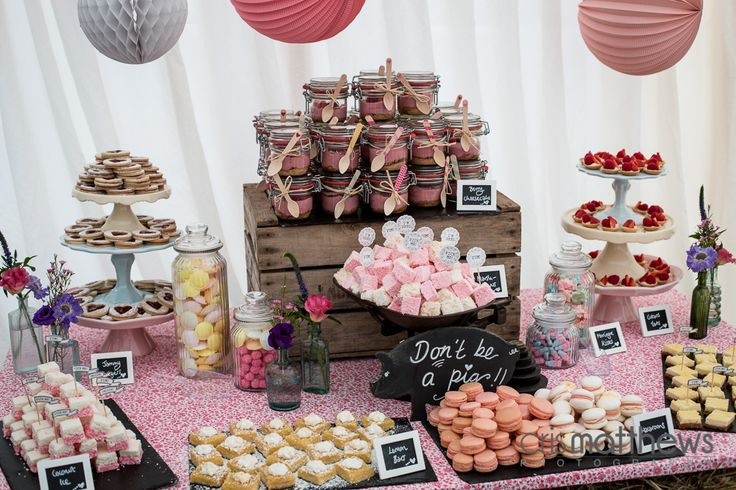 Rustic Wedding Dessert Table  www.honeywellbakes.co.uk