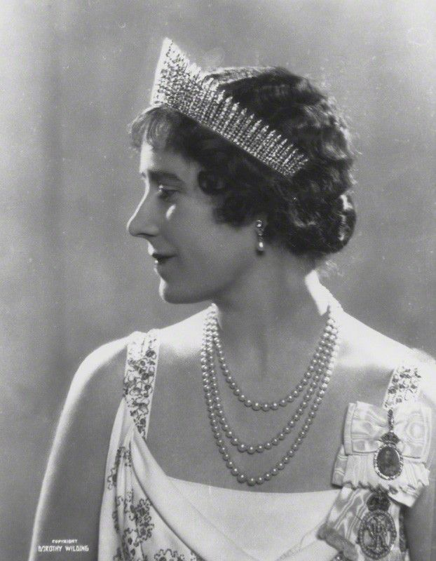 Queen Elizabeth the Queen Mother wearing the Greville emerald and diamond earrings. Description from pinterest.com. I searched for this on bing.com/images