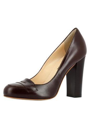 Klassisch elegant: Die neuen Pumps von EVITA begeistern durch hochwertige Verarbeitung aus feinsten Materialien. Die Kombinationsmöglichkeiten sind zahlreich: Zum strengen Hosenanzug genauso schön wie zum verspielten Kleid. Must-have für jede Businesslady! EVITA - Leidenschaft für italienische Schuhe