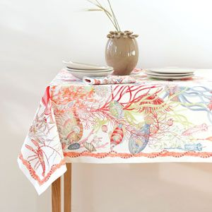 Image of the product Multicoloured marine-print napkins and tablecloth