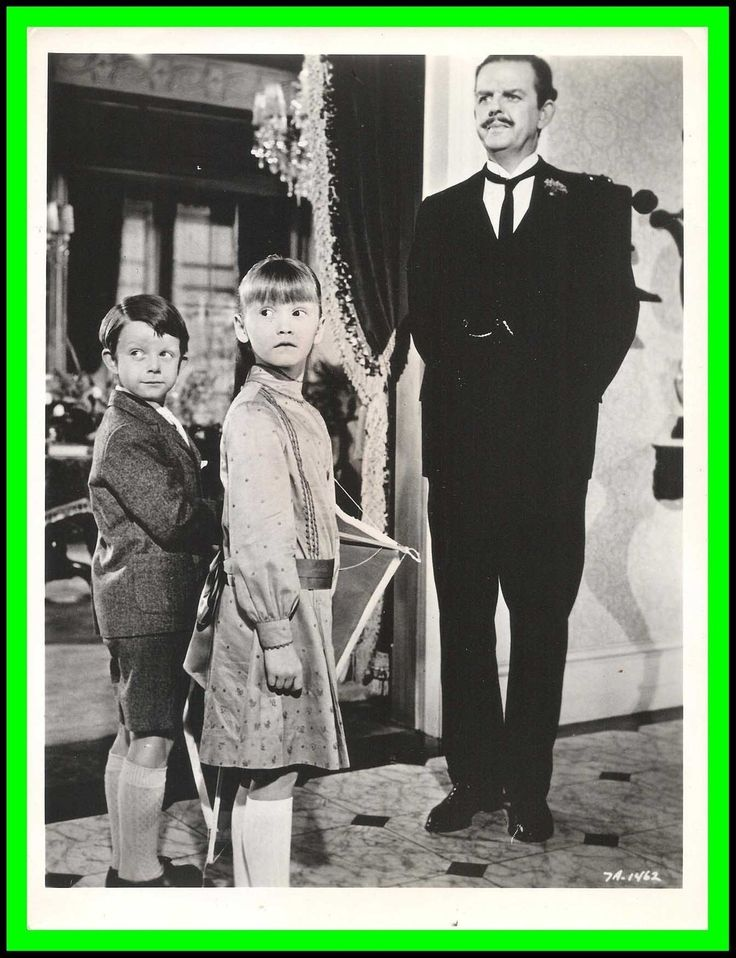 "Karen Dotrice Matthew Garber David Tomlinson in ""Mary Poppins"" 1964"