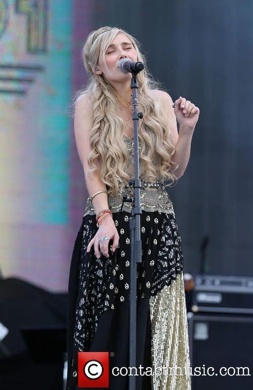 Clare Bowen performing live at Route 91 Harvest Country Music Festival