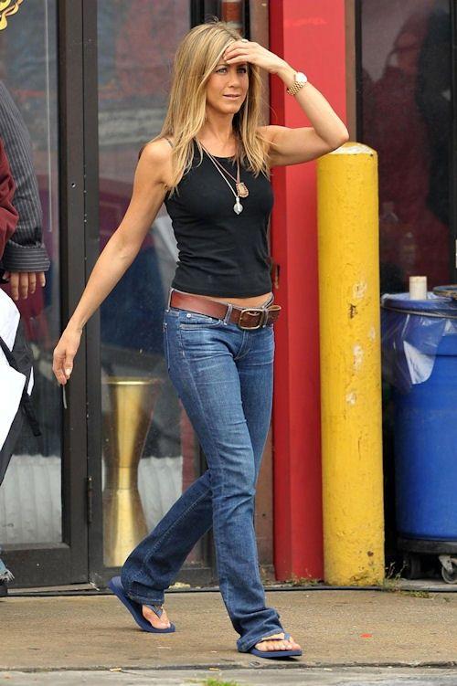 Jennifer Aniston....denim jeans black tank and flip flops.