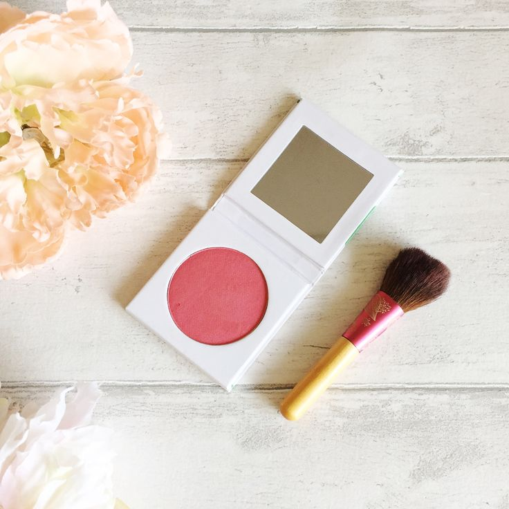 Review of PHB Ethical Beauty Pressed Mineral Blusher, a 100% natural, eco-friendly blusher with a great colour pay off. pinkscharming.com