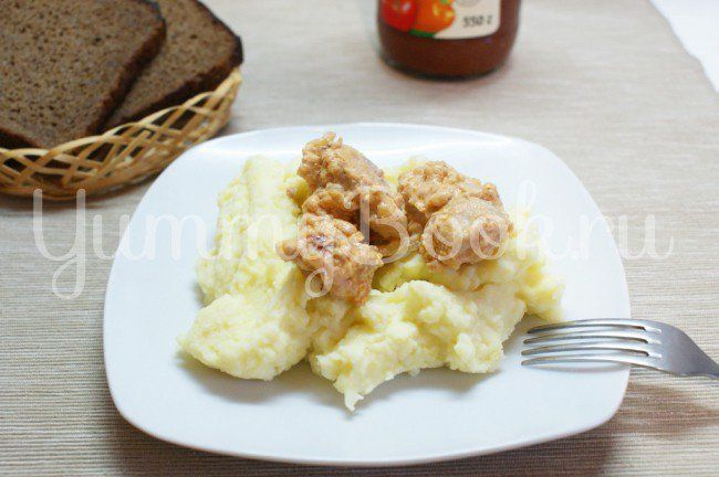 Свинина тушеная в сметанно-томатном соусе в мультиварке - пошаговый рецепт с фото