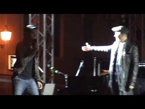 3 ottobre 2010, Arzignano, concerto anti-SLA. Marco canta con il padrone di casa Non abbiam bisogno di parole. Ron deve venirgli in aiuto nel primo ritornello, poi volano insieme in una versione delicatissima della canzone, impreziosita dai vocalizzi finali di Marco.