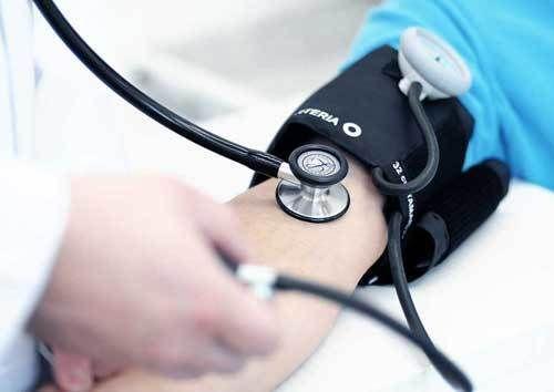O exame admissional, constitui-se no primeiro exame periódico a que o trabalhador é submetido. No exame admissional, se estabelece normas e diretrizes. http://www.dunos.com.br/exame-medico-admissional/