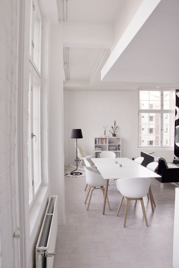 Dining and living room - love the roof structure! #livingroom #diningroom #BoConcept #Milano #table #lamp #whitehome #interior #Haychair