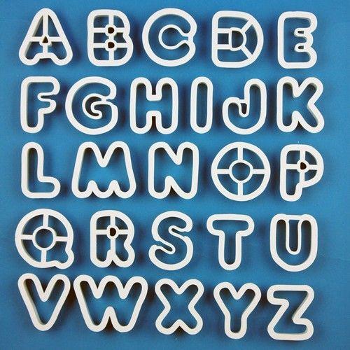 Handige uitsteker set van PME voor het maken van prachtige letters!