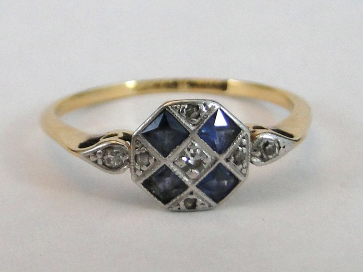 384) Art Deco 18ct gold/platinum diamond and sapphire ring - size O - 2.1g Est…