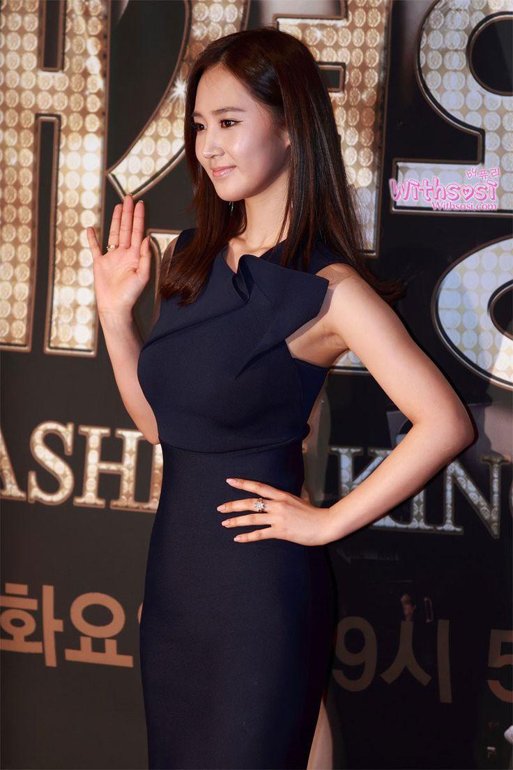 Yuri shows her beautiful S-line at the Fashion King drama