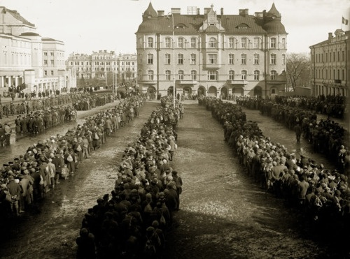 Tampere - Finnish Civil War 1918 - Red Guard Prisoners on Tampere tori (square)?