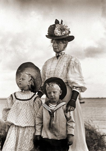 Holiday at the beach in northern Germany, 1910