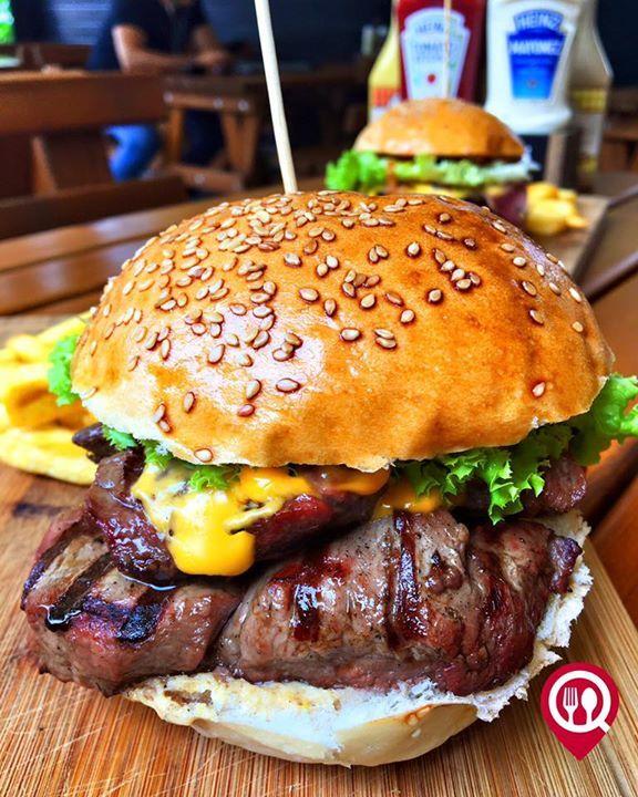"""Steak Burger - MM&G'S Burger / Suadiye (Minibüs Caddesi - İstanbul   Çalışma Saatleri 11:30-23:00  0 216 361 3262  2950 TL / 150 gr.   38 TL / 200 gr.   Alkolsüz Mekan  Paket Servis Var  Sodexo Ticket Yok  Açık Alan Var  Otopark Yok DAHA FAZLASI İÇİN SNAPCHAT """"YEMEKNEREDEYNR"""" TAKİP ET... Fotoğraftaki görsel 200 gr'dır."""