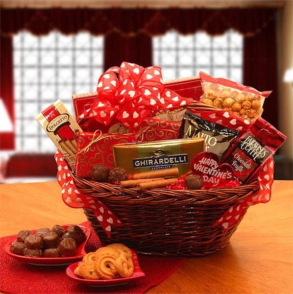 Best 25+ Valentine gift baskets ideas on Pinterest | Christmas ...