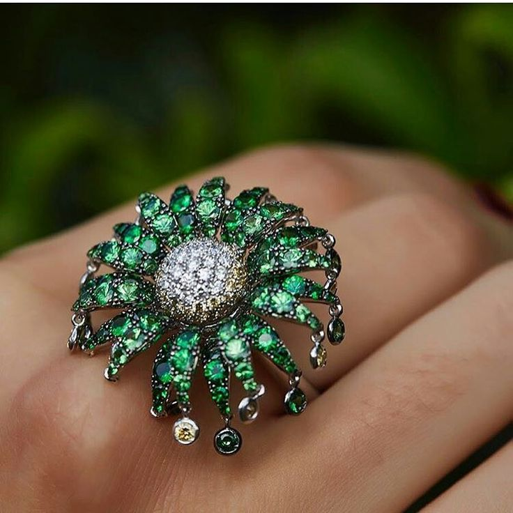 Green vibes anyone? Thank you @plukka and @thebbguide for the love! This is our flower fireworks ring, each petal moves and at the end of each one a little precious stone dangles