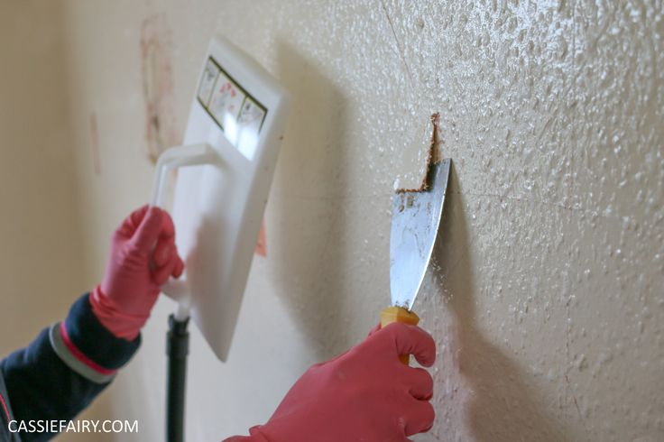 How to strip woodchip wallpaper - YouTube