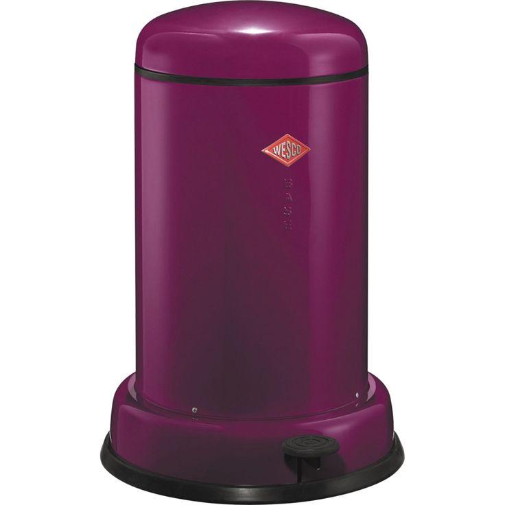 Lille Baseboy affaldsspand fra Wesco med en kapacitet på 15 liter. Skraldespanden er fremstillet i stål, og bunden i plast sikrer at din skraldespand ikke ridser gulvene. Diameter: 36,5 cmHøjde: 53,3 cm 1.600,-