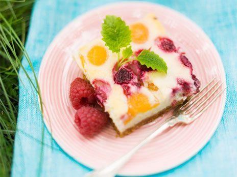Cheesecakerutor med aprikos och hallon   Recept från Köket.se