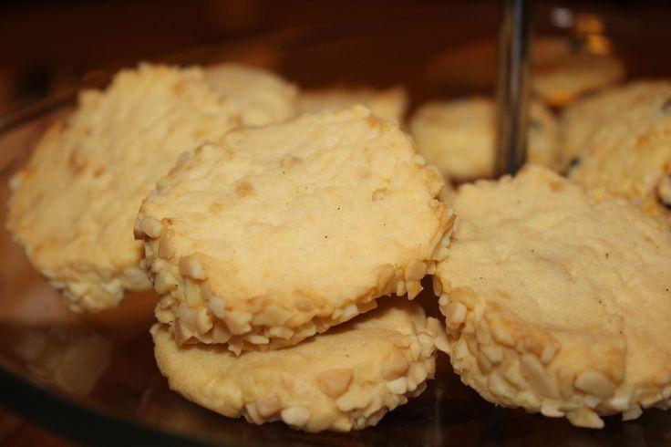 Marzipan Vanille Plätzchen darf nicht fehlen zur Adventszeit :) Cookies for Christmas, Weihnachten, leckere Rezepte.. http://koestlichetage.blogspot.de/2013/12/marzipan-vanille-platzchen.html