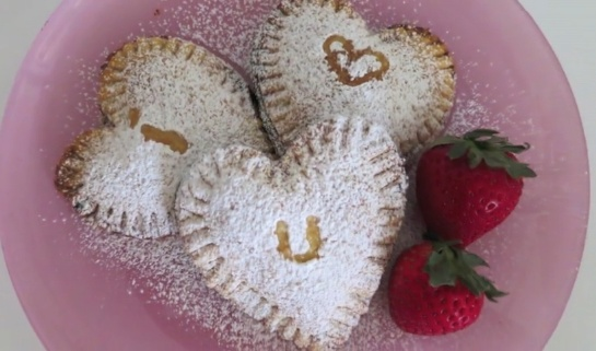Sweetheart strawberry pies for V-Day!