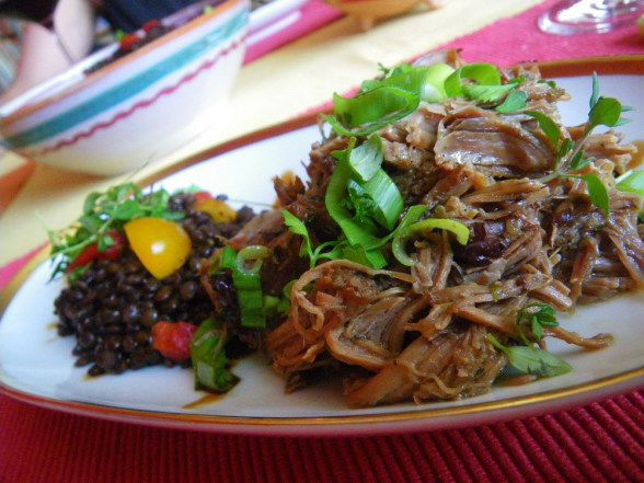 Rezept: Pulled Pork mit Metaxa und Korinthen | Modern Greek Cooking