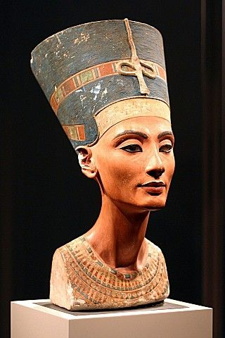Nefertiti by Thutmose. 18th dynasty.