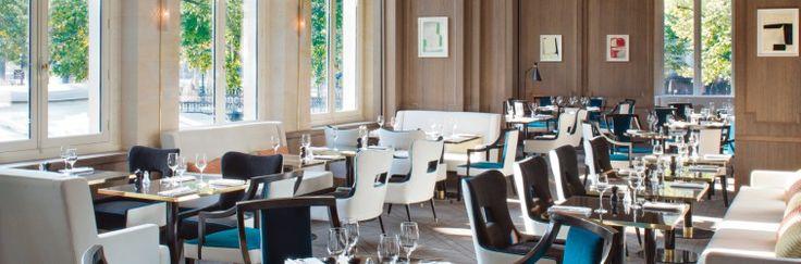 Le Victoria 1836 est situé en plein coeur du triangle d'or, avec unesuperbe vuesur l'Arc de Triomphedont la dernière pierre fut posée en … 1836! Ce restaurant design, décoré par Sarah Lavoine, vous séduira par l'atmosphère chic de sa salle ...