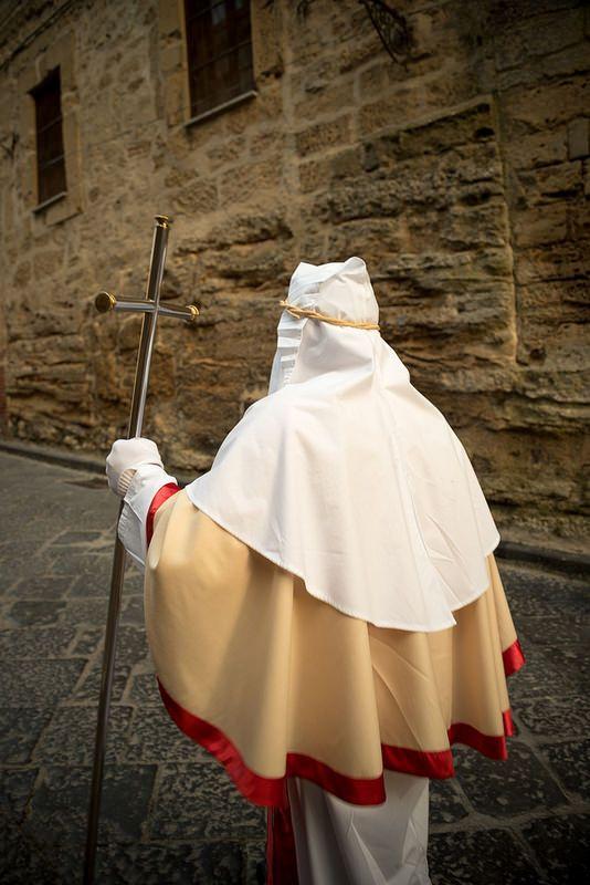 1400 - Confraternita del Santissimo Sacramento, ebbe un preciso codice di vita ascetica organizzata con sindaci e un Massaro per la gestione economica. La confraternita era presente a Borgonato, Colombaro, Nigoline [fondata nel 1542] e Timoline.