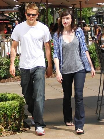 Charlie Hunnam and Morgana McNelis - 40.4KB