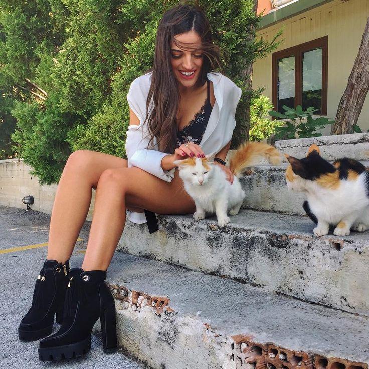Sweetheart Σοφία Τουντούρη - Sofia Tountouri in #MIGATO VG7012 high heeled booties!  Shop link ►  bit.ly/VG7012-L14en