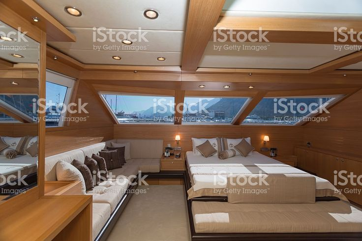Best 25 yacht interior ideas that you will like on for Amenagement interieur bateau