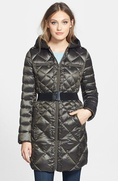 Free shipping and returns on Bernardo Packable Goose Down Quilted Walker Coat (Regular & Petite) at Nordstrom.com. A modern quilted design adds flattering definition to a three-quarter-length hooded puffer. The warm, insulating fill provides a technically innovative blend of 90% goose down and 10% feathers that easily compresses for packing.