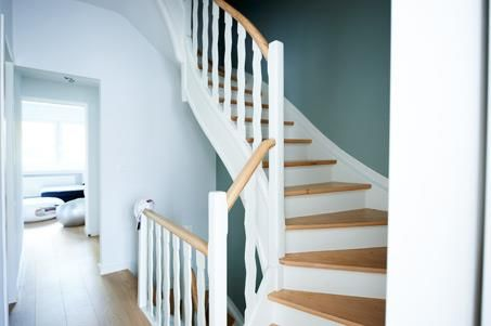 17 best images about escaliers on pinterest green carpet small houses and - Escalier blanc et bois ...