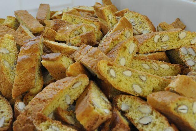 Cantucci toscani la ricetta tradizionali dei biscotti di Prato