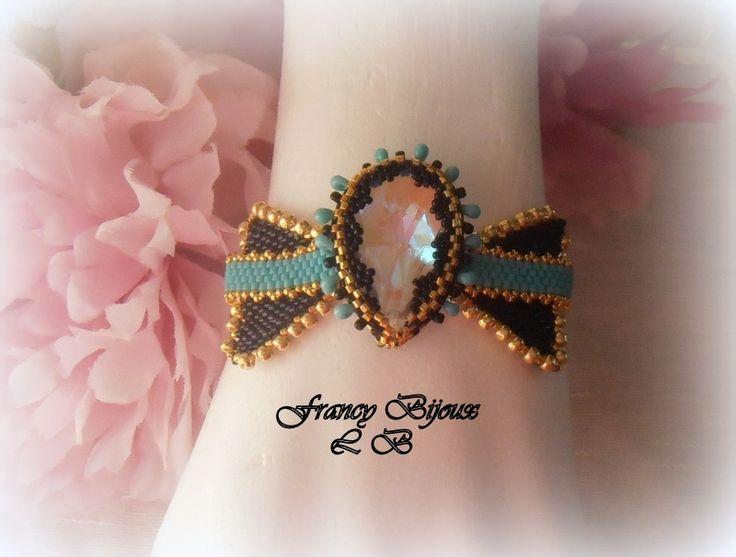 braccialetto fiocco con grande goccia centrale e perline turchesi